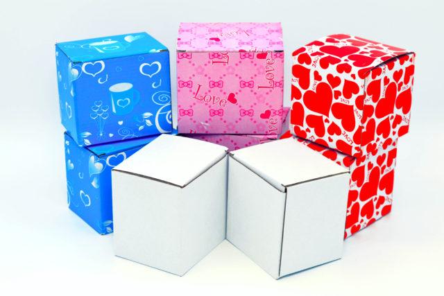 Упаковка кружек в подарочную коробочку