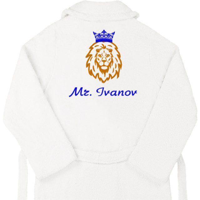 """Халат с вышивкой """"Лев с короной и именем"""""""